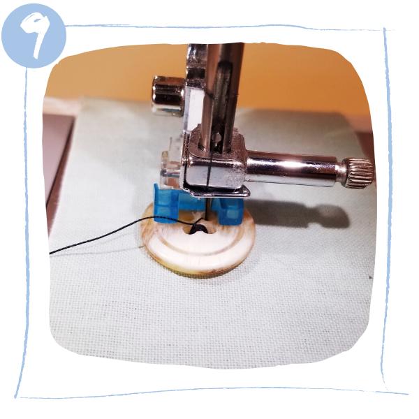 L'atelier de Béryl - comment coudre un bouton à la machine à coudre - deuxièmes trous