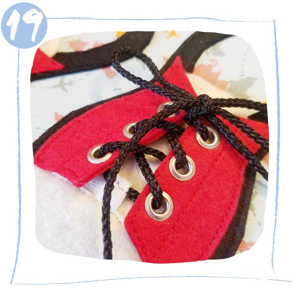 L'Atelier de Béryl - Tutoriels pour Quiet Books - Blog - Page baskets - étape 19 - faire les lacets