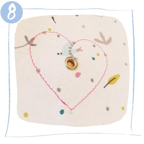 L'Atelier de Béryl - Tutoriels pour Quiet Books - Blog - Page formes géométriques - étape 8 - placement des oeillets