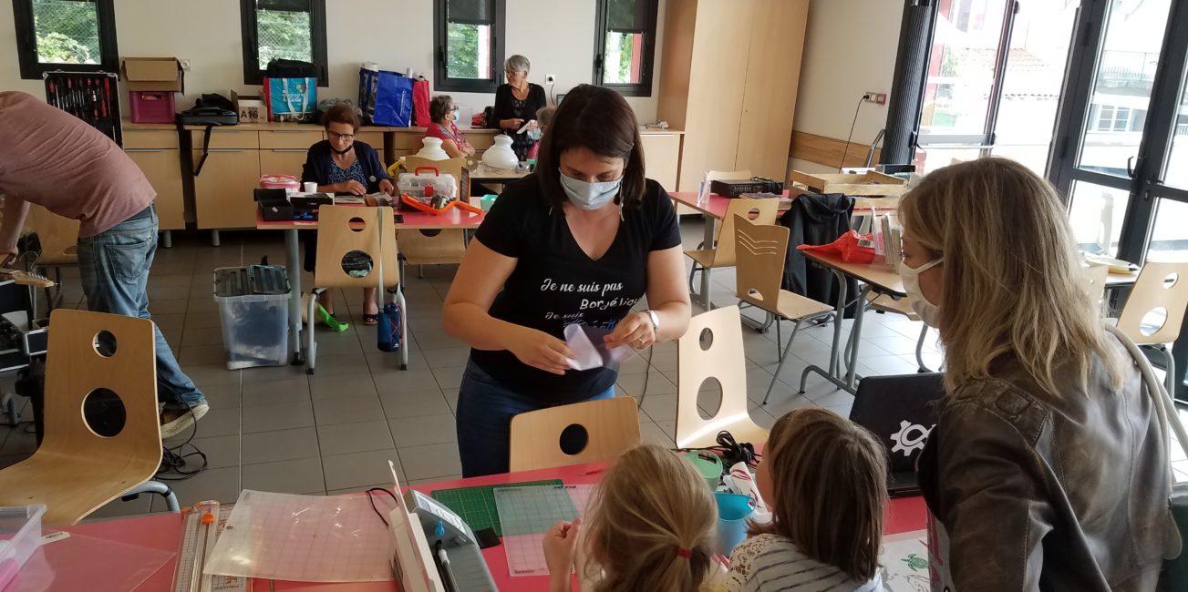 L'Atelier de Béryl - Animatrice en loisirs créatifs - Centre Social d'Arpajaon-sur-Cère - animation enfants familles stickers
